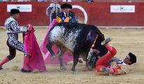 El torero segoviano de 29 años Víctor Barrio (d) falleció ayer tarde en la plaza de toros de Teruel, en la Feria del Ángel, tras sufrir una grave cogida en el tercer toro de la tarde.
