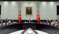 El presidente turco Recep Tayyip Erdogan, lidera una reunión con su Consejo de Seguridad Nacional.