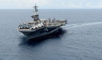 Fotografía obtenida el 7 de noviembre de 2015 que muestra al portaaviones estadounidense 'USS Theodore Roosevelt' en el mar de China meridional