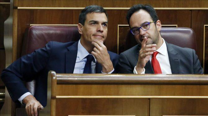 Antonio Hernando, a la derecha..