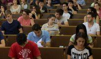 Estudiantes en la Facultad de Biología de la Universidad de Barcelona.