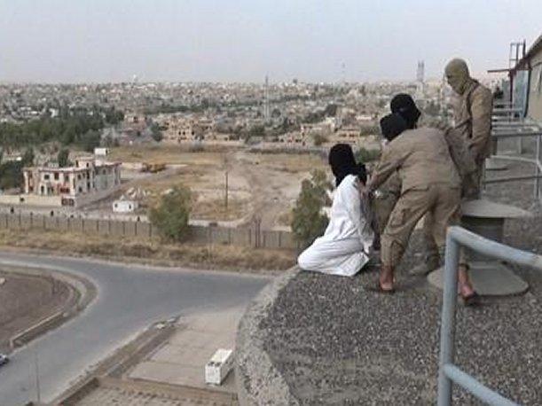 Estado Islámico arroja a un homosexual desde un edificio en Irak