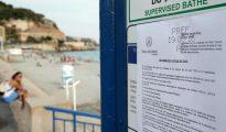 Un aviso que prohibe el uso de burkini en una playa en Niza en Francia, el 19 de agosto 2016