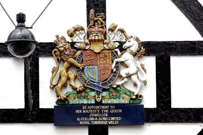 El blasón real de la Corona inglesa.