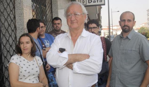 El ex-senador de Podemos José García Buitrón, hoy en la sede de su partido en Santiago de Compostela, donde ha pedido la dimision la secretaria general de Podemos Galicia, Carmen Santos.