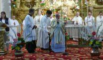 El cardenal Cañizares oficiando la eucaristía en la Encarnación.