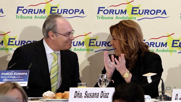La presidenta andaluza, Susana Díaz, con el presidente del Parlamento autonómico, Juan Pablo Durán, durante una conferencia
