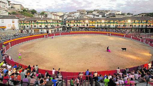 Vista de la emblemática Plaza Mayor de Chinchón