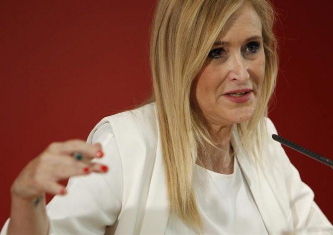 La presidenta de la Comunidad de Madrid, Cristina Cifuentes, durante la rueda de prensa que ha ofrecido hoy tras la reunión del Consejo de Gobierno que ha presidido en la sede de la Oficina de Cultura y Turismo.