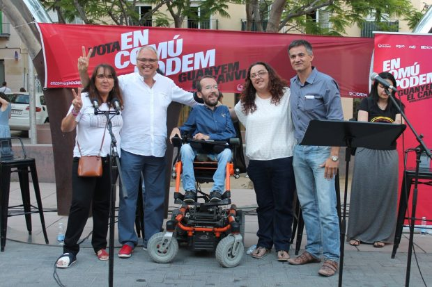 El podemita Félix Alonso junto a Pablo Echenique durante la campaña electoral (Foto: Twitter)