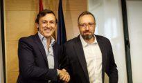 Los portavoces parlamentarios del PP, Rafael Hernando y el de Ciudadanos, Juan Carlos Girauta