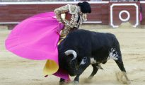 El diestro José Tomás, durante la corrida de la Feria de las Colombinas celebrada ayer tarde en la plaza de toros de Huelva.