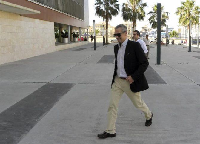El concejal de Ciudadanos en el Ayuntamiento de Vélez-Málaga (Málaga) José Antonio Moreno, a su llegada a los juzgados de la localidad malagueña.