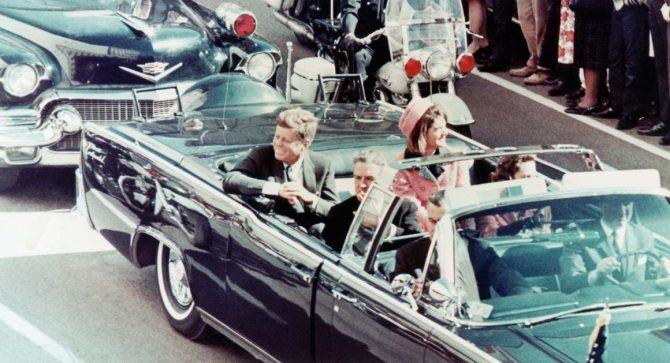 Kennedy, minutos antes de ser asesinado en Dallas.