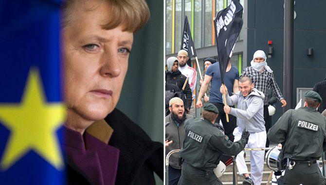 """La canciller alemana, Angela Merkel (izquierda), rechaza las críticas a su decisión de permitir el ingreso al país a más de un millón de migrantes, la mayoría musulmanes, el último año. """"Podemos manejar esta histórica empresa... podemos hacerlo. (...) La ansiedad y el miedo no pueden guiar nuestras decisiones políticas"""", dijo el 28 de julio en una rueda de prensa; y añadió: """"No puedo prometer que jamás vaya a haber otra oleada masiva de refugiados""""."""
