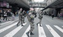 El Ejército francés está al límite de su capacidad de maniobra: ya patrulla las calles de Francia y está desplegado en África y Oriente Medio.