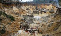 Mina ilegal en el estado sureño de Bolívar, cercana a Brasil, una zona muy afectada por la malaria