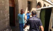 El sospechoso de pertenecer a la mafia polaca propinó un codazo a uno de los agentes que lo trasladaban para tratar de huir.