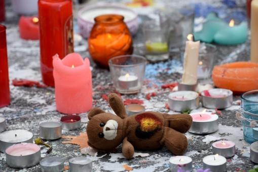 Frente al terror islámico, Europa de los ositos de peluche y velitas encendidas.