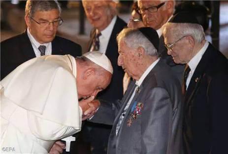 Francisco, al servicio de su amo.