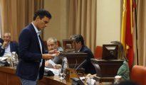El líder del PSOE, Pedro Sánchez, momentos antes de votar los miembros de la Mesa de la Diputación Permanente del Congreso.