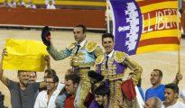Enrique Ponce y Alejandro Talavante, en la plaza de toros de Palma el viernes.
