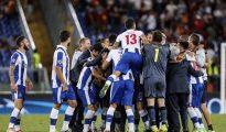 Los jugadores del Oporto celebran en el estadio olímpico de Roma su pase a la fase de grupos de la Liga de Campeones.