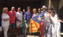 Puigdemont, con Rahola, Laporta y otros amigos en una comida este verano.