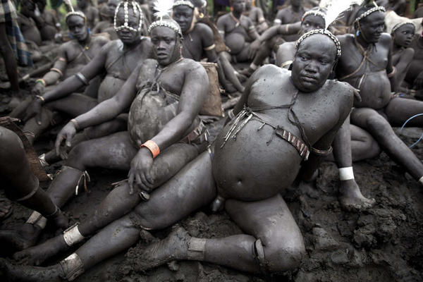 Miembros de una de las tribus africanas dedicadas históricamente a la caza de esclavos.