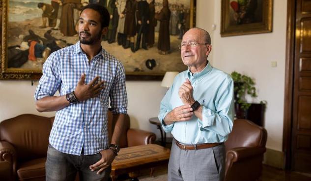El actor Will Shephard con el alcalde de Málaga, Francisco de la Torre.