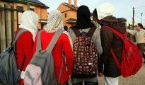 Unas alumnas con el velo islámico.