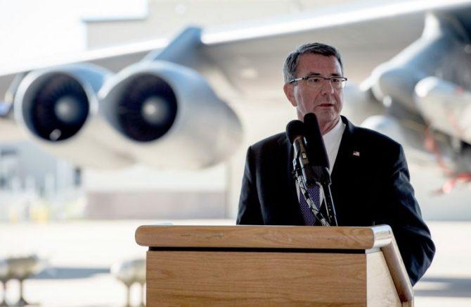 El secretario estadounidense de Defensa, Ashton Carter, en la Base Aérea de Minot, en Dakota del Norte
