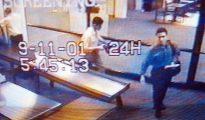 Imagen obtenida por las cámaras de seguridad del aeropuerto de Portland (EEUU) el 11 de septiembre de 2001 de Mohammed Atta (d), identificado como uno de los kamikazes que estrellaron aviones contra las Torres Gemelas de Nueva York