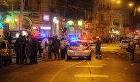 Agentes de policía acordonan la zona donde se ha producido una explosión en el centro de Budapest.