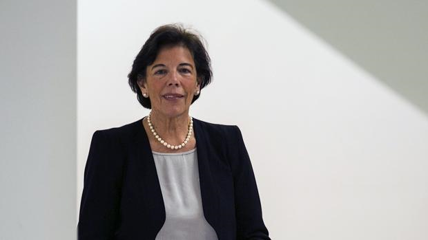La presidenta de la Comisión, la vasca Isabel Celáa