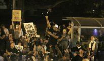 Manifestantes protestan en el centro de Charlotte en Carolina del Norte (Estados Unidos) el 22 de septiembre de 2016.