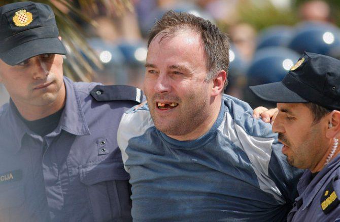 Un croata tras ser agredido por oponerse a la presencia de refugiados en su país.