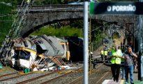 Una imagen del tren accidentado este viernes 9 de septiembre a la entrada de la estación de O Porriño (Pontevedra)