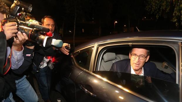 El presidente de la Xunta gallega, Alberto Núñez Feijóo, llega a la sede de su partido