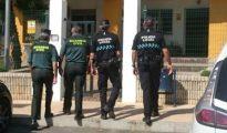 La Guardia Civil investiga el hallazgo de una cámara oculta en el Ayuntamiento de Lepe.