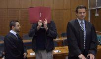 Halil D. fue acusado de planear un atentado contra una carrera ciclista en Fráncfort. En el momento de su detención, la Policía encontró en su sótano un arsenal que incluía un artefacto casero, así como propaganda del Estado Islámico en su computadora. El tribunal dijo que no había pruebas suficientes de que fuera un terrorista.