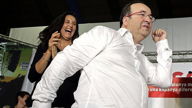 Miquel Iceta, bailando en un acto de su partido.
