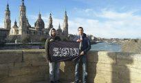Dos islamistas frente a la basílica del Pilar.