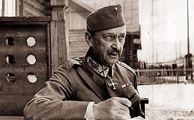 Mannerheim ordena a las tropas finlandesas pasar a la ofensiva