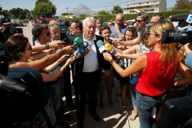 El ministro de Asuntos Exteriores en funciones, José Manuel García-Margallo, realiza declaraciones a los periodistas.