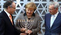 La sionista Angela Merkel, al servicio permnente de la destrucción de las raíces cristianas de Europa.