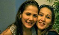 Maria Aurora Moynihan, derecha, junto a su hermana, la actriz Maritoni Fernandez.