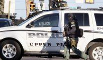 """En las calles del oeste de Filadelfia, donde tuvo lugar el tiroteo, fue encontrada una carta en la que aparecen """"divagaciones sobre odio a los agentes de la policía"""", informó hoy el comisario de la policía de Filadelfia, Richard Ross."""