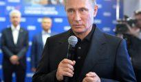 Vladimir Putin habla durante una visita al cuartel general de campaña de su partido, Rusia Unida, el domingo 18 de septiembre en Moscú
