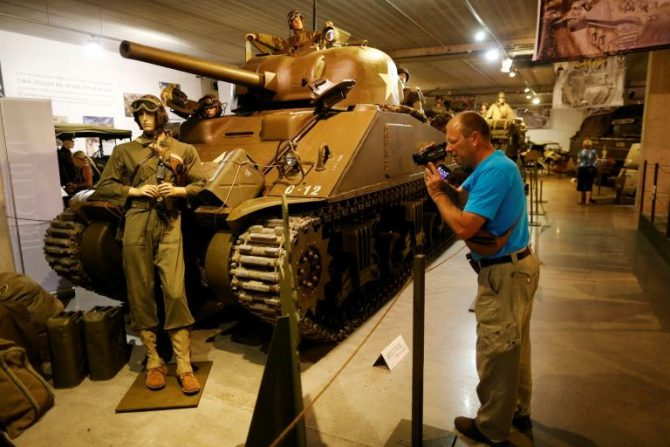 Un tanque Chrysler M4A4 de 1944 se exhibe en el Museo del Tanque de Normandía, el 12 de septiembre de 2016 en Catz, noroeste de Francia